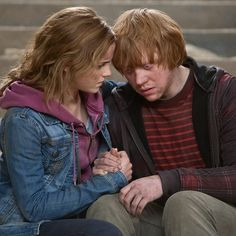 """Ron and Hermione comfort each other """"I always knew about Hermione and Ron. Always… They're so wrong for each other, but so right."""" - Emma Watson """"In the previous films, I didn't even realize that there was a kind of chemistry there. When Hermione. Hermione Granger, Harry Potter Hermione, Harry Potter Books, Harry Potter Characters, Harry Potter World, Harry Potter Ships, Harry Potter Tumblr, Harry Potter Pictures, Harry Potter Love"""