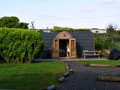 Quirky accommodations in Britain :I was looking for a cottage in south west Cornwall for a perfect city escape when I heard aboutThe Hideaway glamping pod. Glamping pods are quite popular accommo…
