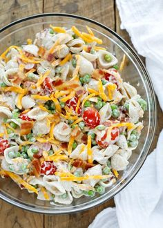 Creamy homemade ranch dressing coats every bite of pasta and vegetables in this Bacon Ranch Pasta Salad. Sprinkled throughout with bacon bits and cheddar cheese, my kids absolutely went nuts over this salad. Pasta Salad With Spinach, Bacon Ranch Pasta Salad, Pesto Pasta Salad, Pasta Salad Italian, Macaroni Salad, Pasta Salad Recipes, Soup And Salad, Bacon Pasta, Shell Pasta Salads