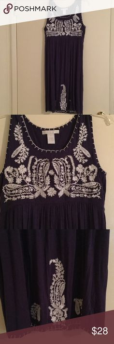 SALE🌷DesignHistory Navy/white Embroidered dress S Design History Navy Blue Sleeveless dress with white embroidered design in white & white stitch design at bottom & Sleeveless part. Size Small. Loose fit. 95% Viscose 5% Spandex. Lightly worn over clothing. Design History Dresses Midi