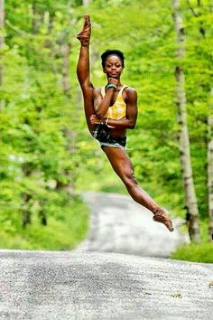 """Michaela DePrince is a Sierra Leonean American born ballet dancer. With her adopted mother Elaine DePrince, Michaela authored the book """"Taking Flight: From War Orphan to Star Ballerina"""". Misty Copeland, Black Dancers, Ballet Dancers, Ballerinas, Dance Photos, Dance Pictures, Belly Dancing Classes, Black Ballerina, Dance Movement"""
