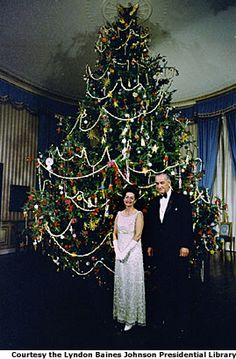 The 1966 Johnson tree was based on an early American theme featuring nuts, popcorn, fruit, wood roses from Hawaii, a paper maché angel and gingerbread cookies.