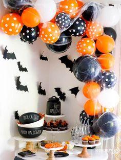 Diy Deco Halloween, Halloween Orange, Theme Halloween, Creepy Halloween Decorations, Halloween Balloons, Halloween Food For Party, Halloween Games, Baby Halloween, Halloween Treats
