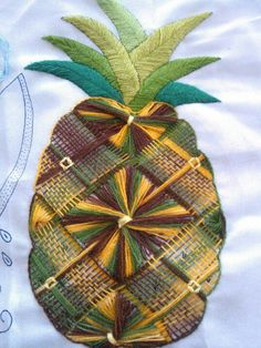 Beautiful with a wedding dress. Hand Embroidery Flowers, Crewel Embroidery, Hand Embroidery Designs, Drawn Thread, Thread Art, Fruit Pattern, Brazilian Embroidery, Quilling Art, Embroidery Techniques