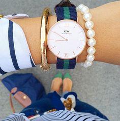 Una mujer siempre debe tener ciertas cosas en su poder ya que son indispensables para cualquier tipo de situación y estas son las 10 cosas básicas. http://www.linio.com.mx/moda/