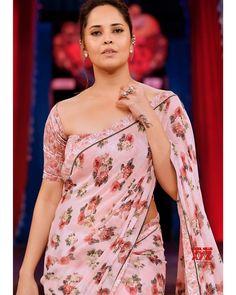 Beautiful Girl In India, Most Beautiful Indian Actress, Beautiful Asian Girls, Beautiful Dresses, Glamour Ladies, Stylish Sarees, Stylish Dresses, Elegant Saree, Fancy Sarees
