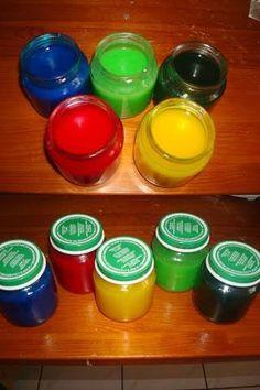 Peinture maison Voila la recette : 1) 3 cuillères à soupe de sucre 2) 1/2 cuillères à soupe de sel 3) 1/2 tasse de farine (65g pour moi) 4) 2 tasses d'eau (250ml pour moi) 5) un peu de colorant alimentaire Mélangez tous les ingrédients secs (sans les colorants) dans une casserole sur le feu, jusqu'à ce que la mixture épaississe. Laissez refroidir et verser dans des pots en rajoutant les colorants souhaités.