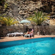 Having a #chillout moment in the #sun at a #private #pool this afternoon...oh yeah! ✌#life is #wonderful #beautiful #relax #water #palmtree #mountain #nature #naturelovers #chill