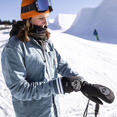 If your priority is ultra warm gloves and mittens, maximum dexterity and elegant look, the Bliss essential collection is definitely made for you. Mitten Gloves, Mittens, Winter Hats, Winter Jackets, Alpine Skiing, Snowboarding, Loom, Riding Helmets, Bliss