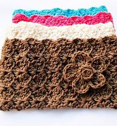 Crochet Ear warmer, headband pattern - Free crochet pattern--this site has lots of patterns! Bandeau Crochet, Crochet Flower Headbands, Crochet Headband Pattern, Crochet Scarves, Crochet Yarn, Crochet Flowers, Free Crochet, Crochet Patterns, Ravelry Crochet