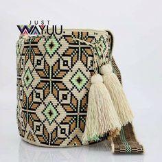 "287 Beğenme, 2 Yorum - Instagram'da Just Wayuu (@just.wayuu): ""Handcrafted handbags made by indigenous wayuu in the north of Colombia. Worldwide shipping. PayPal…"""