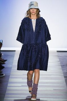 See the complete BCBG Max Azria Spring 2016 Ready-to-Wear collection.