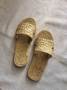 Weaving Hotel Wedding Welcome Slippers, Beach Sandals , Straw Sandals Bohemian, raffia shoes, Greek Greek Sandals, Beach Sandals, Star Wars Origami, Aztec Bag, Slippers, Crochet Shoes, Wedding Welcome, Everyday Bag, Hotel Wedding