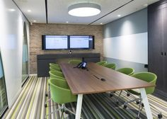 Love the brick wall theme behind the display screen's in this meeting room. #Innovative