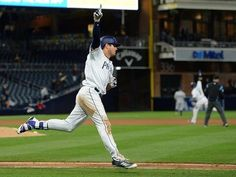 Hunter Renfroe's two-run homer in 10th gives Padres 6-5 win