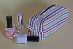 instrucciones detalladas con fotografías para aprender a coser una bolsa de aseo o neceser.