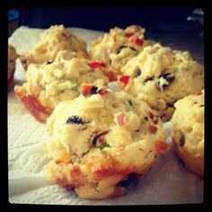 Toddler Snacks: Veggie Muffins ::: 2c flour, ½ c finely chopped ham, ½ c grated cheese, ¼ c finely chopped mushrooms 1 small red pepper, finely chopped, 1 tablespoon finely chopped parsley, 1/2c melted butter (1 stick), 1 cup milk,  1 egg, lightly beaten ::: Pre-heat oven 350°F and grease a muffin tin. Combine dry ingredients. Stir in wet. Bake for 15 minutes or until cooked and golden.