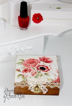 Caixa de Decoupage Poppy caixa de jóias original de aniversário por ByRoxanaRusu