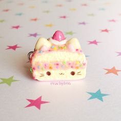 Hey guys! Here's a kawaii cat cake slice charm! ✨ It's a vanilla cake with pink frosting rainbow sprinkles and topped with cream and a strawberry This is my creation for a huge collab that was organised on Crafty Amino, where a bunch of us decided to make and post a cake creation today! Be sure to check out everyone who is tagged or look at all the cake creations by going to the hashtag #claycakecollab! Hope you like it! ✌ #polymerclay #polymer #clay #cute #kawaii ...