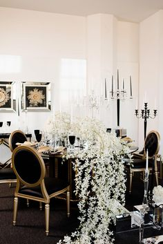 Glam Old-Hollywood Wedding Inspiration | Design & Styling: Kindt Events | Decor: Marianne's Rentals for Special Events | Photography: Holly Gannett Photography | Venue: 21c Museum Hotel #bridesofok #wedding #tabletop