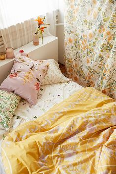 Iris Sketched Floral Comforter – New house vibes – einrichtungsideen wohnzimmer Dorm Rooms, House Rooms, Dream Bedroom, Girls Bedroom, Floral Comforter, Fluffy Comforter, Yellow Comforter, Aesthetic Bedroom, Home And Deco
