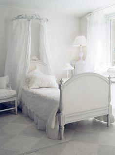 Wonderful bed - girls bedroom