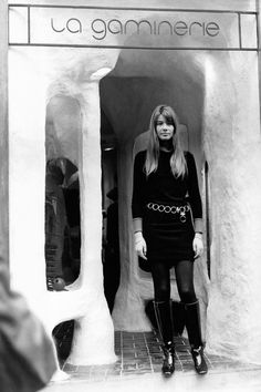 Inauguration Of a boutique 'Gaminerie' by Françoise Hardy, she poses in front of the 'Gaminerie', a branch of the Paris boutique specialized in mini-skirts, shetlands and all yé-yé articles, in. French Girl Style, French Girls, French Fashion, Vintage Fashion, Victorian Fashion, Gothic Fashion, Beatnik Style, Style Icons Inspiration, Fashion Tips For Girls