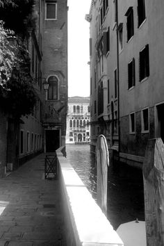 Printable Photography, Italy, Venice Alley in Black and White, Downloadable Art.