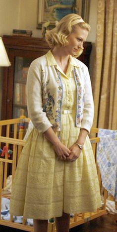 Betty Draper's yellow dress on Mad Men Betty Draper, Don Draper, Mad Men Fashion, 1960s Fashion, Vintage Fashion, Fashion News, Latex Fashion, Vintage Dresses, Vintage Outfits