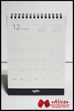 Table Calendar, Calendar Ideas, Calendar Design, Calendar Diary, Logo Design, Graphic Design, Desk Calendars, Diy Paper, Editorial Design