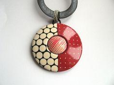 Pendentif pois blanc et rouge en polymère : Collier par ze-cat-is-back sur ALittleMarket