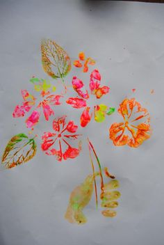 La impronta de la naturaleza: Realizado en acrílico fluorescente y papel de dibujo grueso. Diferentes plantas venosas y mi mano.