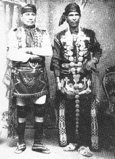 Free archive of historic Native American Indian Tribes Photographs, Pictures and Images. Photographs promote the Native American Tribes culture Native American Print, Native American Pictures, Indian Pictures, Native American Tribes, Native American History, American Art, Native Americans, American Clothing, Men's Clothing