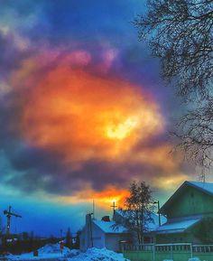 Reposting @kaikela: January: the sun almost breaks through. - #landscapelovers #landscape #maisema #oulu #visitoulu #heinäpää #skyporn #skylovers #taivas #pilvet #instasky #igers #dramaticsky #picoftheday #photoofday #photography #january #winterday #sunrise_sunsets_aroundworld #sun #aurinko