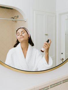 woman in white robe holding skincare product Natural Toner, Natural Skin Care, Natural Beauty, Best Moisturizer, Moisturiser, Acne Prone Skin, Oily Skin, Skin Toner, Sensitive Skin