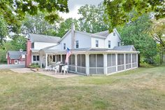 Photo of home for sale at 4 Timberlane Ct, Parsippany-Troy Hills Township NJ
