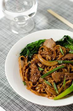 Beef chow fun with Chinese broccoli is rich in flavor, fulfilling in volume, low in calories and balanced in nutrition. The recipe teaches you the best way to cook tender and moist beef with a non-stick skillet. #beef | Chinese broccoli | stir-fry