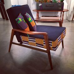 American walnut meets Kente from Ghana in Istanbul. A @_3rdculture bespoke piece ⚡️ #design #designer #furniture #decor #decoration #interior #interiordesign #istanbul #midcenturymodern #africanprint #africanfashion #textiles #waxprint #interiors #armchair #midcentury #americanwalnut #chair #k
