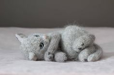 'I guess he's a little bit afraid or shy' - - Crochet Dragon, Crochet Art, Crochet Toys, Knitted Cat, Knitted Animals, Knitting Patterns Free, Stitch Patterns, Arte Alien, Doll Toys