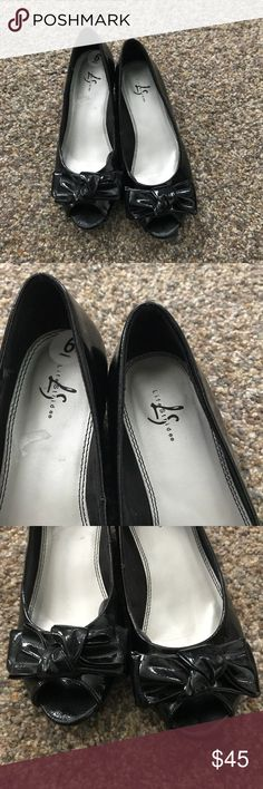 Life Stride Black Patent with Bow Wedges Sz 6 M Great Condition, Life Stride Black Patent with Bow Wedges Sz 6 M. Would be adorable to dress up or down with jeans ♥️ Please ask any questions before purchasing. Smoke Free Home 🏡 Thank you for stopping by my closet, check out my other listings ☺️ Happy Poshing! Life Stride Shoes Wedges