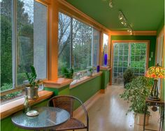 Green interior decor complemented by a matching Tiffany lamp.