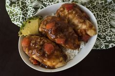 5-Ingredient Slow Cooker Hawaiian Chicken - if you pick the right bbq sauce could be paleo