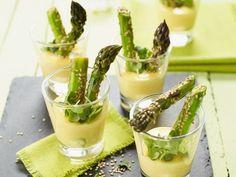 Grüner Spargel mit Zitronensauce ist ein Rezept mit frischen Zutaten aus der Kategorie Klassische Sauce. Probieren Sie dieses und weitere Rezepte von EAT SMARTER!