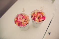 Emmertjes met rozenblaadjes. Nickie Fotografie.