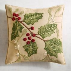 Traditional Holly Leaves Pillow - Clarissa Home Christmas Applique, Christmas Sewing, Christmas Projects, Christmas Cushions, Christmas Pillow, Christmas Makes, Christmas 2019, Christmas Holidays, Sewing Pillows