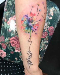 Tatuaż dmuchawiec – znaczenie, historia, 50 zdjęć – foot tattoos for women quotes Girly Tattoos, Mini Tattoos, Pretty Tattoos, Body Art Tattoos, Small Tattoos, Dandelion Tattoo Meaning, Dandelion Tattoo Design, Watercolor Dandelion Tattoo, Dandelion Tattoos