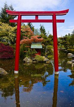 日本の神道 Japanese Shinto Gate, it is a gate between the human world and the spirit world.