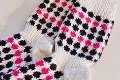 Socks inspired by marimekko Wool Socks, Knitting Socks, Knitting Projects, Knitting Patterns, Marimekko, Handicraft, Knitwear, Knit Crochet, Diy And Crafts