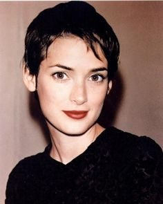Winona is so beautiful it's almost hard to look at her. - Ellen Burstyn after working with Winona Ryder on American Quilt. To me, she is one of the most beautiful women on Earth, she has a radiant smile, and she is a talented actress! Winona Ryder 90s, Winona Ryder Style, Pixie Cut, Pixie Hair, 1990s Makeup, Winona Forever, Girl Interrupted, Corte Bob, Doe Eyes