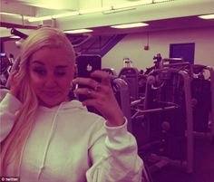 Amanda Bynes tweets more pictures of her half shaven hair style